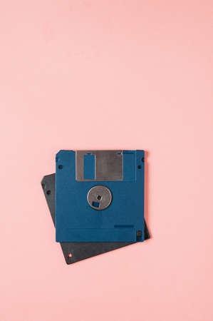 Old floppy disks for computer on pink background 版權商用圖片
