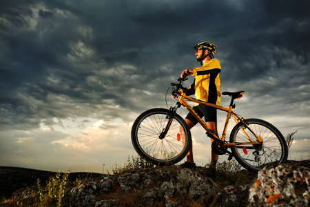 Mountain Bike cyclist riding single track outdoor Stok Fotoğraf - 42989852