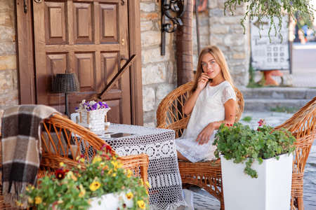 caffee: young woman in caffee looking aside. Fashion portrait Stock Photo