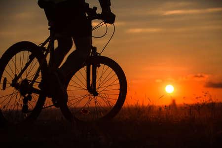siluetas: Silhouette of a bike on sky background on sunset Stock Photo