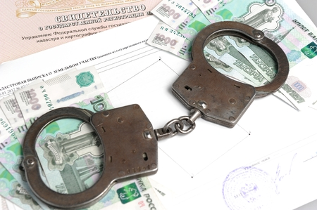 faker: Handcuffs, money against the certificate of registration of property rights and cadastral extract