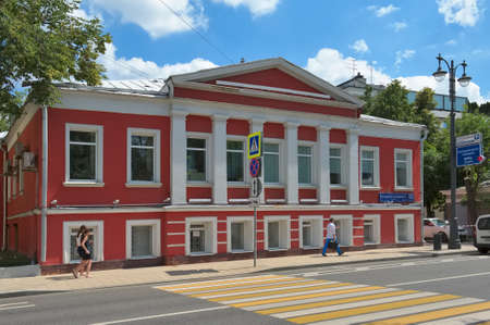 pilasters: Moscow, Russia - June 23, 2016: Former mansion F.A. Khovanskaya, Bolshaya Ordynka, 53, Building 1, built in classical style in 1811, the object of cultural heritage Editorial