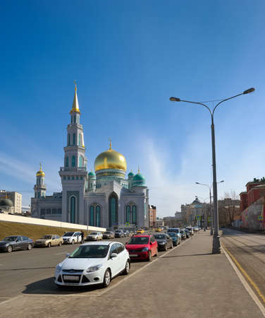 street creed: Moscow, Russia - October 30, 2015: Moscow Cathedral Mosque, the main mosque in Moscow, landmark
