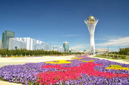 アスタナのグリーン大通りを水します。カザフスタンのシンボル