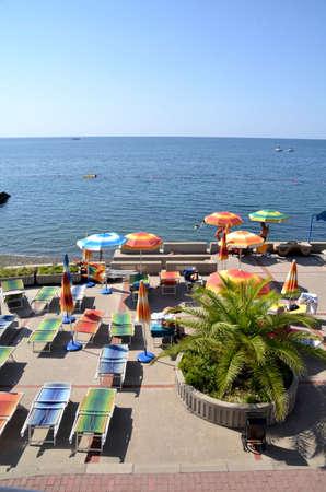 СОЧИ, РОССИЯ СЕНТЯБРЯ, 2015: Вид на пляж в Сочи, Россия