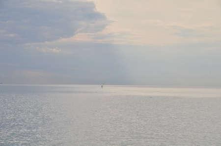 Одинокий мужчина и в море. Сочи, Россия