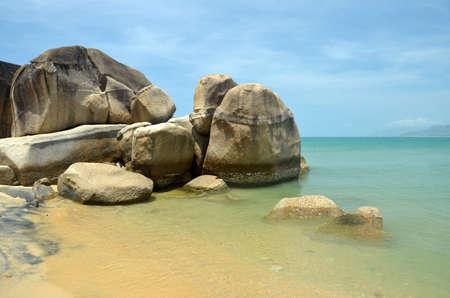 Coast South China Sea in the park World's end, China, Hainan, Sania Фото со стока - 104909262