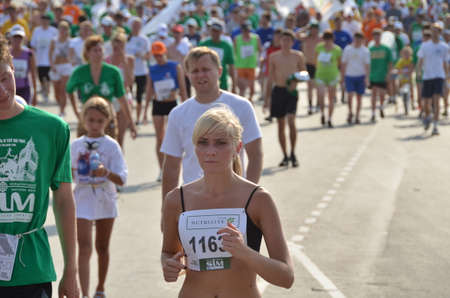 OMSK, RUSSIA - AUGUST 12: Marathon runners in action at the Siberian International Marathon on August 12, 2012 in Omsk. Фото со стока - 109599608
