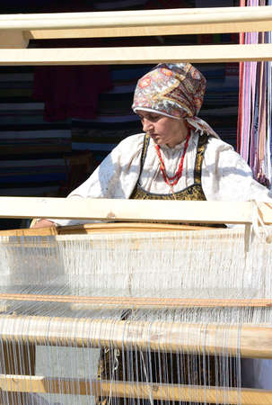 Omsk, Russia - August 6, 2016: An example of the ancient craft - weaving in the city of craftsmen in the celebration of the 300th anniversary of the city of Omsk Редакционное