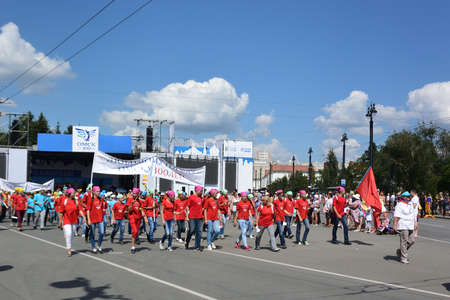 Omsk, Russia - August 6, 2016: Parade of labor and creative teams dedicated to 300 anniversary of the city of Omsk Редакционное