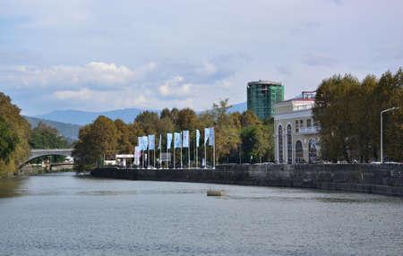 SOCHI, RUSSIA - SEPTEMBER 29, 2016: Cityscape of Sochi and river Sochi Редакционное