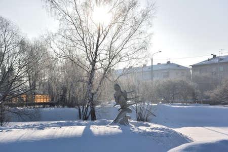 OMSK, RUSSIA - JANUARY 31, 2017: Sculpture Swans in an old country grove, Žìñê, Siberian region, Russia Reklamní fotografie