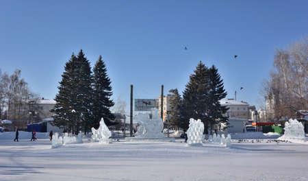 OMSK, RUSSIA - JANUARI 31, 2017: Winter Siberian city park, Omsk region