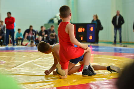 04.11.2017 Russia Novomoskovsak Sport Dvorets Childrens wrestling competitions, illustration of disappointment from defeat Редакционное