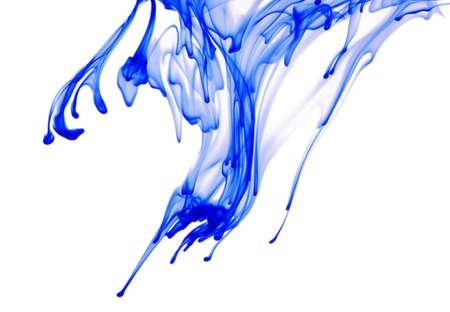 inkt in water op een witte achtergrond