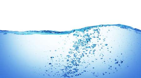 agua splash: Agua y burbujas de aire en el fondo blanco Foto de archivo