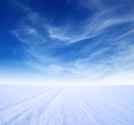 雪山と青い空