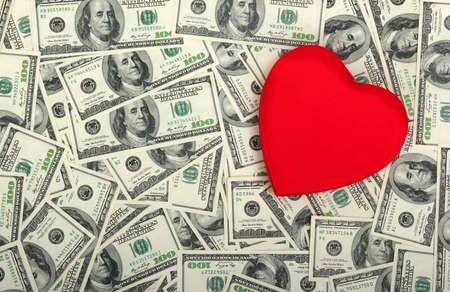 dolar: coraz�n rojo en el fondo dolar