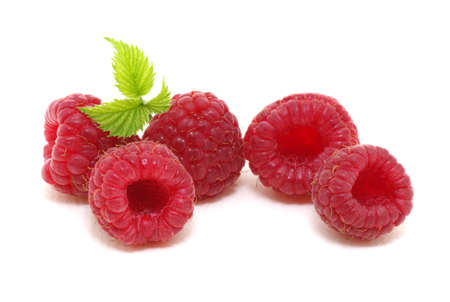 Raspberry with leaves isolated on white background. Banque d'images - 120345150