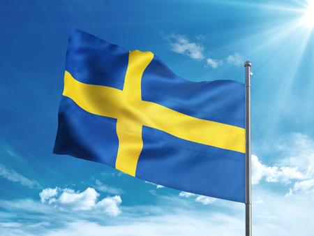 bandera de suecia: Sweden flag waving in the blue sky
