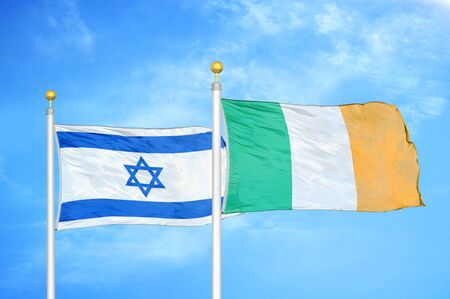 Israel and Ireland two flags on flagpoles and blue cloudy sky background Banque d'images