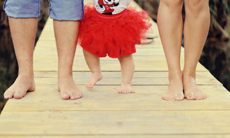 en el puente derevanny de un pie de una familia