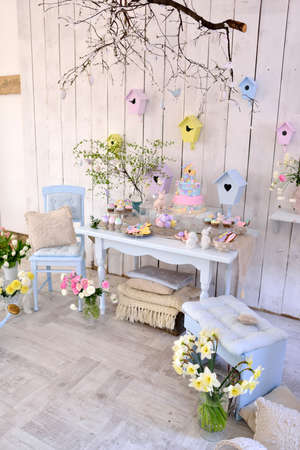 Easter decorations in the room in pastel colors, flowers, eggs, rabbits Stock fotó - 51002796