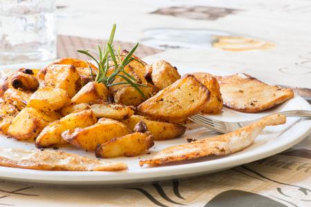 roast potatoes: Roast potatoes with meat
