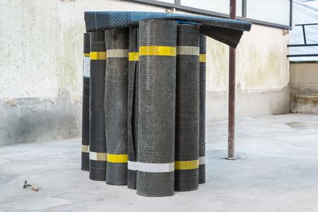 bitumen felt: Rolls of bituminous waterproofing membranes for each type of hedge