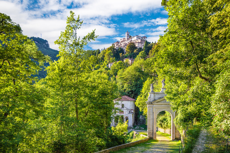 Sacro Monte of Varese (Santa Maria del Monte), Italy. Via Sacra that leads to medieval village (in the background), with the tenth chapel and the third arc Banque d'images