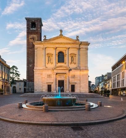 Historic center of an Italian city. Gallarate town and Piazza della Libertà (square della Libertà) at dawn with the Basilica of Santa Maria Assunta, northern Italy Zdjęcie Seryjne