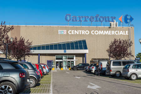Gallarate, Italy – April 30, 2019: Malpensa Uno shopping center (centro commerciale Malpensa UNO) as written on the signs. Northern Italy Shopping center with shops, bars and a hypermarket Redakční