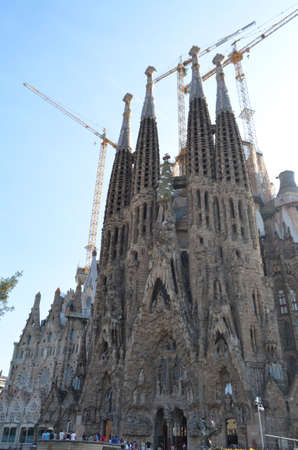 Street View of The Basilica and Expiatory Church of the Holy Family in Barcelona, Spain Editöryel