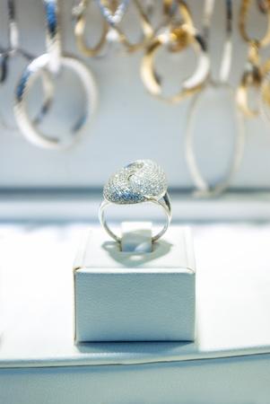 jewelery: jewelery store