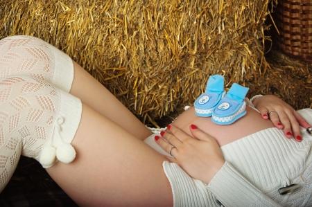 homme enceinte: Enceintes jeune femme