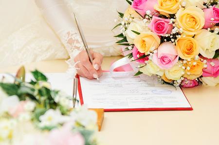 Bride signing marriage license or wedding contract 版權商用圖片
