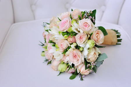 Mooi bruidsboeket. Studio foto in huwelijksdag