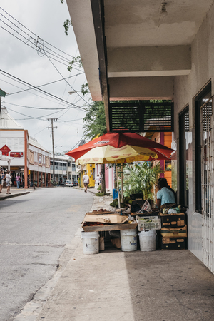 People selling local fruits and vegetables on a street Speightstown, Barbados, one of the islands major towns famous for street vendors. Éditoriale