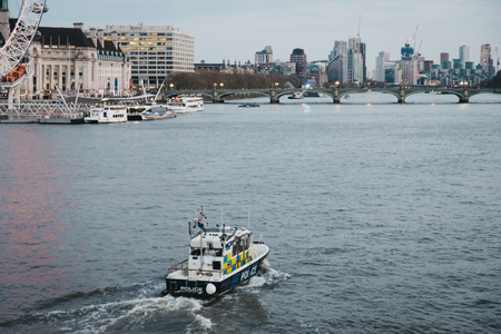London, UK - April 13, 2019: Metropolitan Police Marine Policing Unit (MPU) on the River Thames, London on the background. MPU fleet is responsible for policing the River Thames within Greater London 新聞圖片