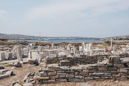 The remains of a buildings and Agora of the Competaliasts on the island of Delos, Greece, an archaeological site near Mykonos in the Aegean Sea Cyclades archipelago. 版權商用圖片
