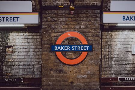 London, UK - November 26, 2019: Baker Street underground station roundel sign on the platform of Baker Street station, London. London Underground is the oldest underground railway in the world. 에디토리얼