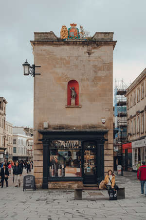 Bath, UK - October 04, 2020: Bobby Brown shop on a Milsom Street, a famous shopping street in Bath, the largest city in the county of Somerset, England. Sajtókép