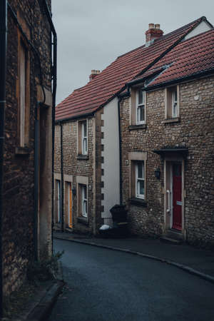 View of a narrow residential street in Frome, Somerset, UK, on a gloomy autumn day. Stock fotó