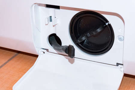 Washing machine with an open filter cover