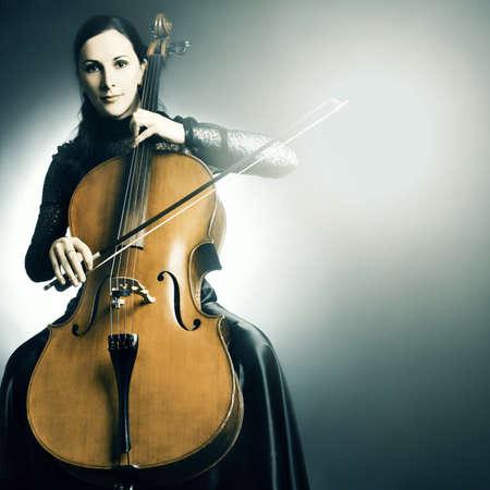 violist: Cello muziekinstrument cellist muzikant spelen. Vrouw met cello Stockfoto