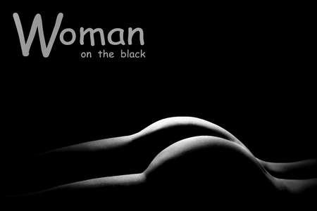 Sexy Körper nackte Frau Gesäß. Sinnlich schöner Rücken. Schwarz-Weiß-Foto.