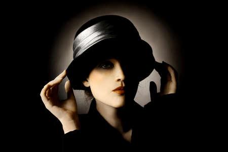 elegante: Retro portrait d'une femme en chapeau de mode vintage élégant Banque d'images