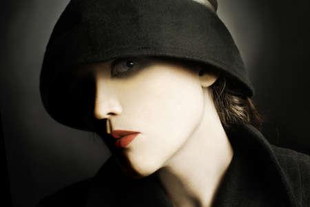 Junge Frau in Hut Fashion Porträt Standard-Bild