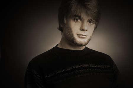 elegante: Fashion man. Portrait beau jeune homme
