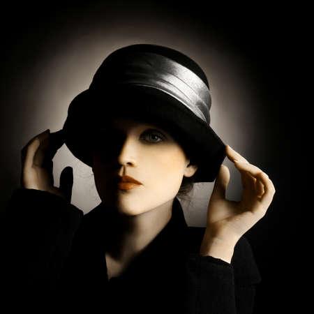 elegante: Retro portrait d'une femme dans le chapeau. Élégante dame de la mode vintage.